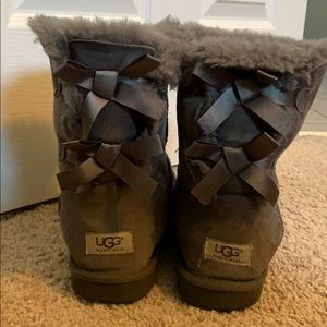 Gray ugg boots with small bows on back